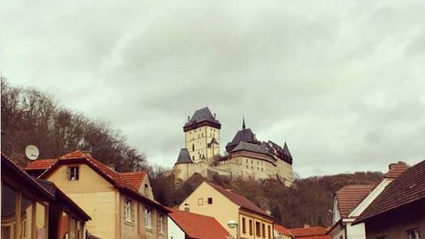 Вид на замок издалека