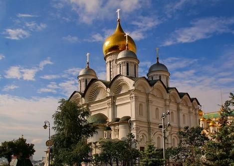 Вид на фасад Архангельского собора