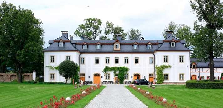Дворец Пакошув Польша