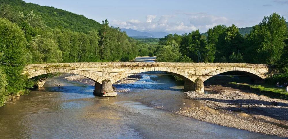 Каменный мост в Даховской
