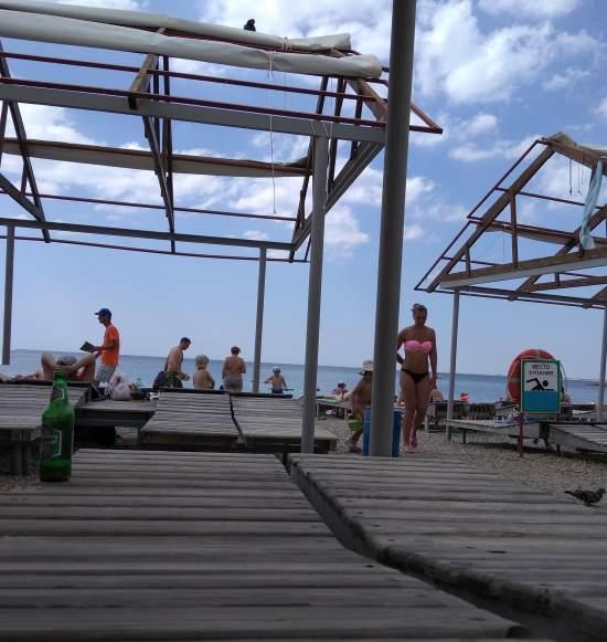 Лежаки на пляже Анапы