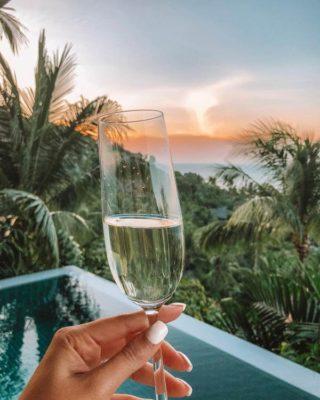 На балконе номера тайской гостиницы