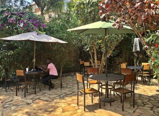 Отдых на природе в уличном кафе Иганги