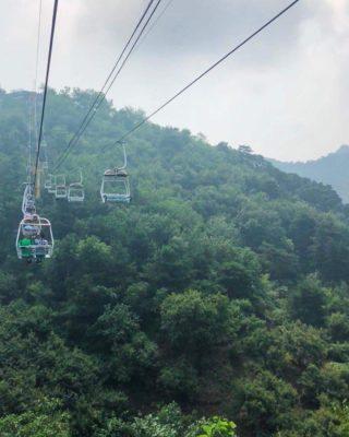 Подъемник для туристов посещающих Великую Китайскую Стену