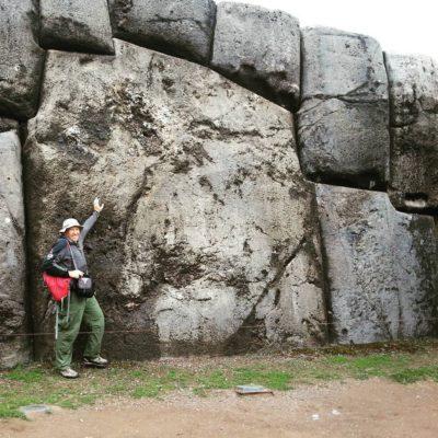 Сооружения построены из многотонных камней