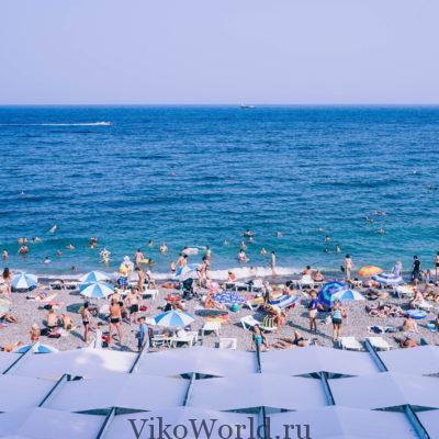 Пляж на побережье Крыма